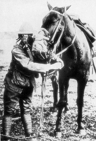 1916 г: В САЩ за пръв път се използва противогаз при авария в мина ...