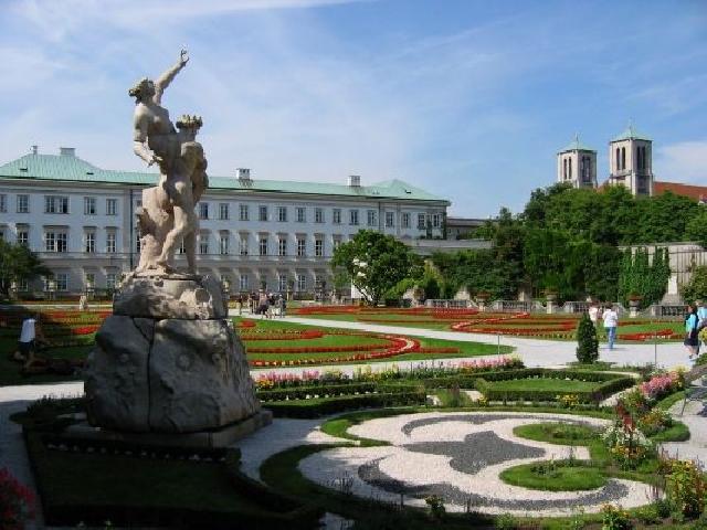 Двореца Мирабел в Австрия