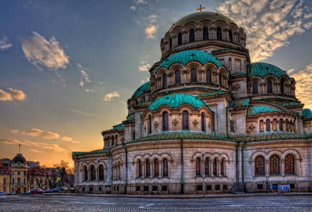 Храм-паметник Свети Александър Невски