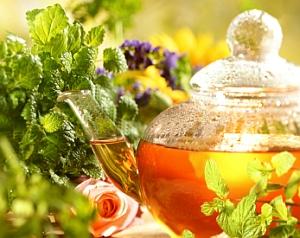 Чай от бъз, лайка и шипка срещу настинки