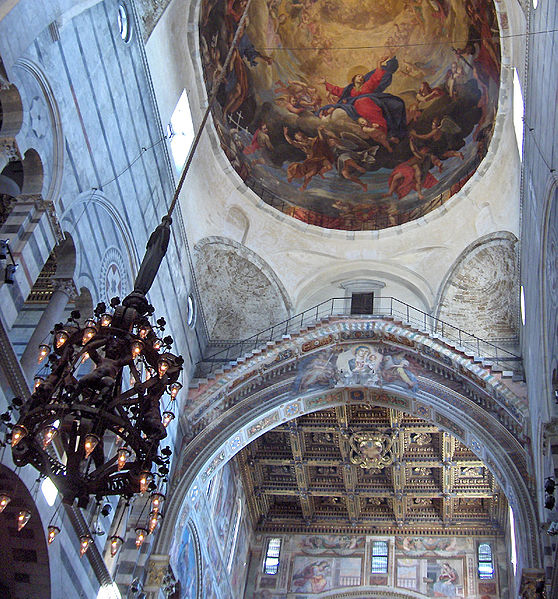 """Катедралата в Пиза с """"лампата на Галилей"""""""