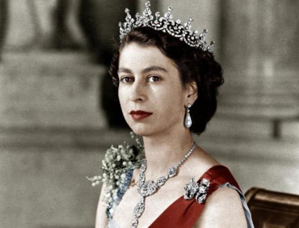Елизабет ІІ е обвена за кралица на 8 февруари 1952 г.